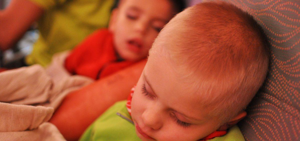 Cesta lietadlom bola únavna, no deti ju s prehľadom zvládli. Cestovať sú zvyknutí. Prvý 6hodinový let pozerali rozprávky. Druhý 10h prespali.
